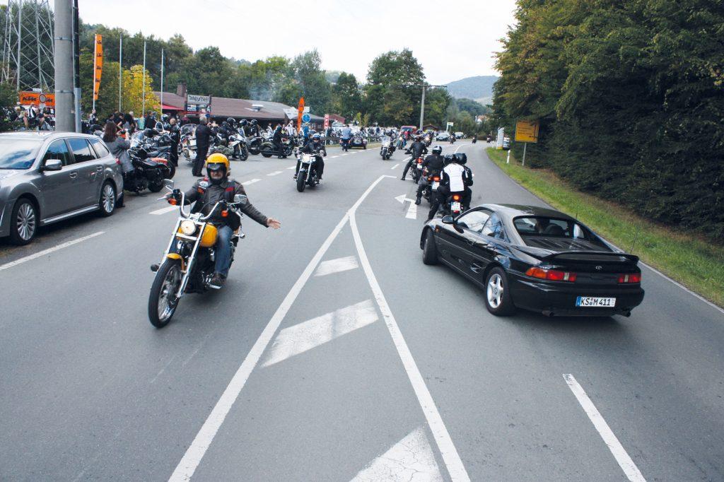 Gemeinsame Ausfahrt beim Meet & Greet am Zündstoff in Hemfurth