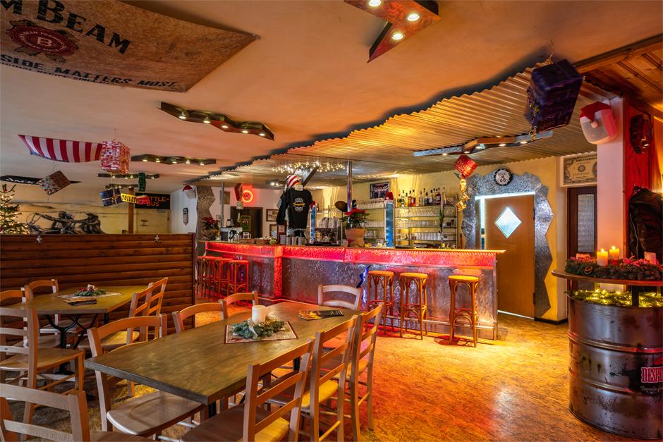 Gemütlich und stilecht gibt sich das Restaurant Zündstoff am Edersee auch von Innen. Erlebe es zu entsprechenden Öffnungszeiten selbst.