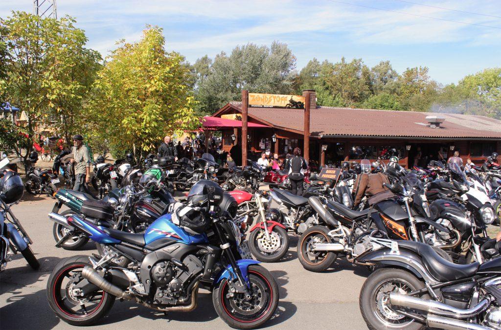 Hunderte Biker am Zündstoff Edersee: Keine Seltenheit bei gutem Wetter.